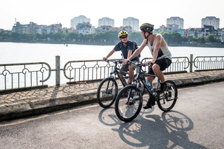 Cycling-around-Westlake-Hanoi