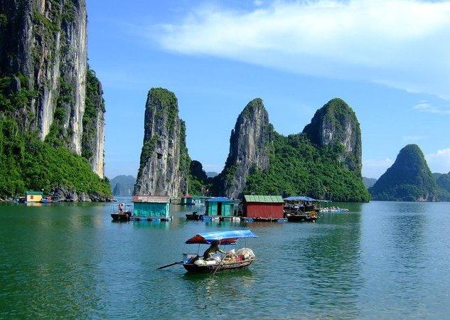 Halong-Bay-floating-village