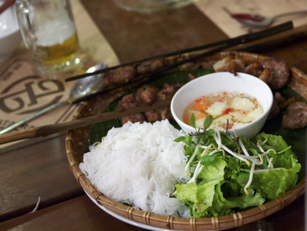 Hanoi local food - travelers to Hanoi should try