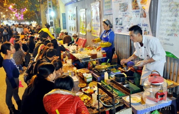 hanoi night market eatery