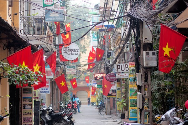 Old quarter hanoi french quarter hanoi attractions - Lovely multi level house designs in impressive half hanging structure ...