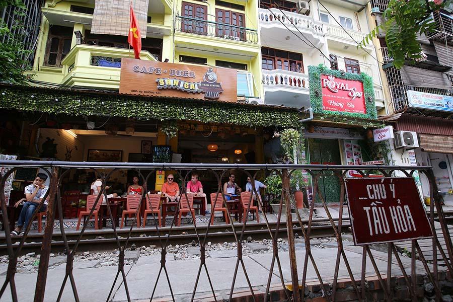 hanoi train street
